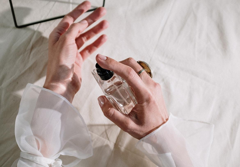 香水を販売するフレグランスアドバイザーとは?